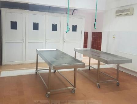 transport decedati cu frigider mortuar